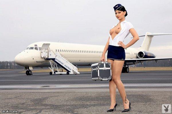 Голая стюардесса Andreja Karba фото