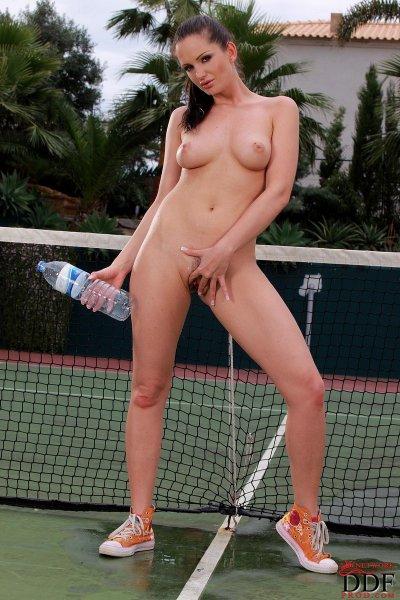 Sandra Shine подумала что она теннисиска
