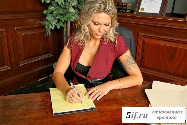 Секретарша на работе (9 фото)
