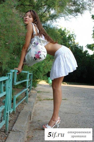 Сфоткали на улице голую письку (10 фото)