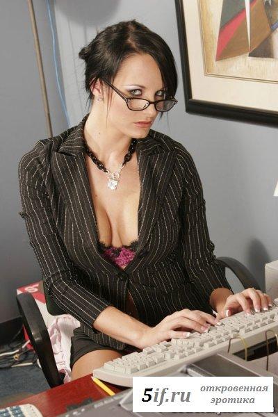 Секретарша в сиреневом белье (8 фото)