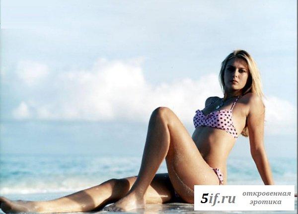 Мария Шарапова отдыхает на пляже (10 фото)
