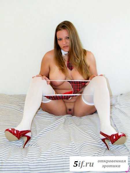 Толстушка показала свою задницу (10 фото)