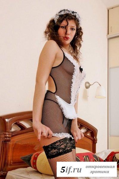 Подруга в костюме секси-горничной (9 фото)