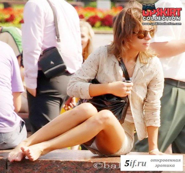 Обнаженные ножки девушек на улицах города (10 фото)