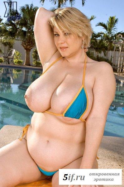 Раздетая Samantha38g возле бассейна