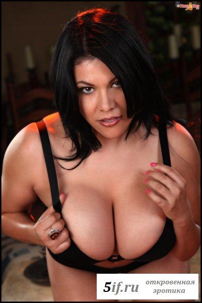Раздетая Ана Рика с огромными грудями