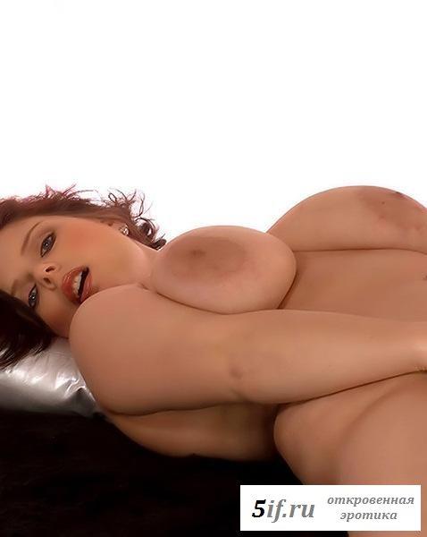 Толстая пышка с огромной грудью