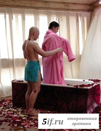 Беркова и Третьяков купаются в ванной