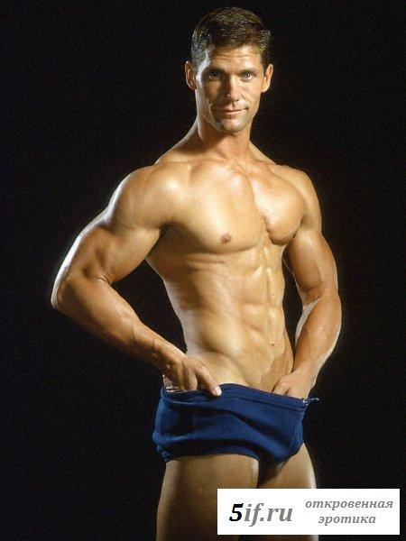 Красавчик с шикарным мускулистым телом