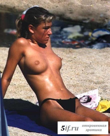 Папарацци снова ловят голых туристок