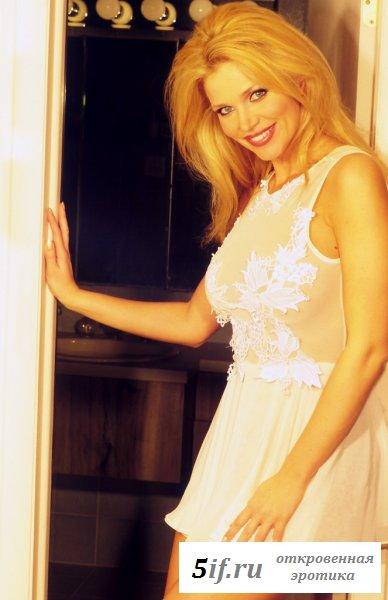 Блондинка - большегрудая царевна