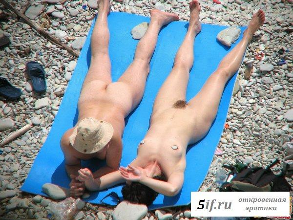 Вездесущие папарацци засняли голых нудисток