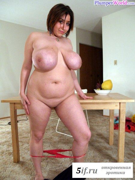 Грудастая и толстожопая боярыня взобралась на стол