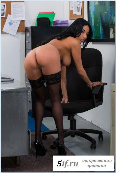 Клёвый пердак горячей секретарши