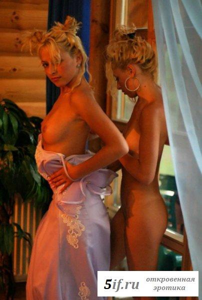 Сладкие тела светленьких близняшек