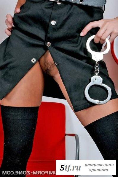 Хвастается раздетыми гениталиями сексуальная полицейская мадам