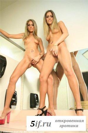 Сексуальные обнажённые сёстры близняшки