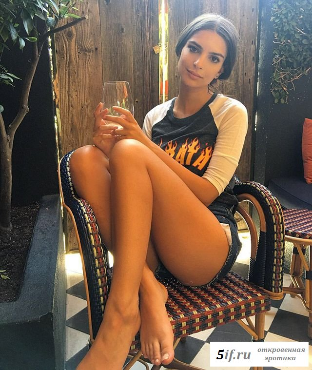 Красотка Эмили Ратаковски в эротичном образе