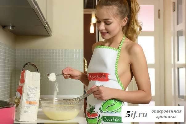 Эротика девицы на кухне с висячими губами (38 фото)