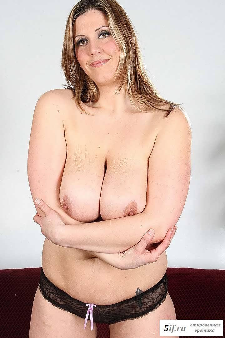 Раздетая женщина с большой грудью (20 фото эротики)