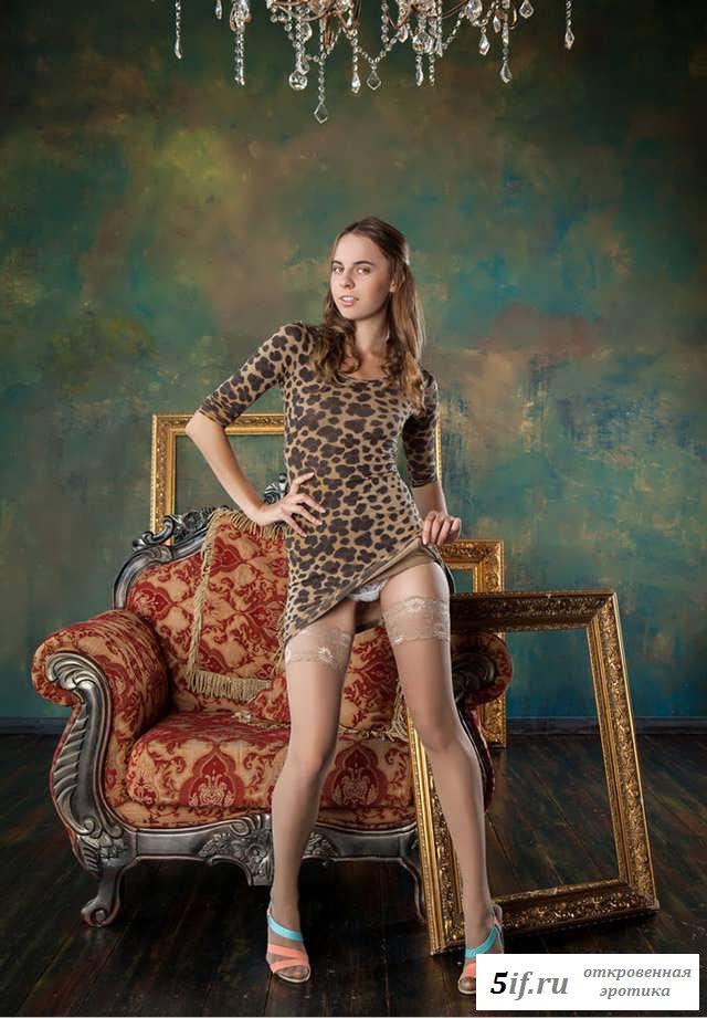 Идеальная попка раздетой девки в кресле (20 фото эротики)