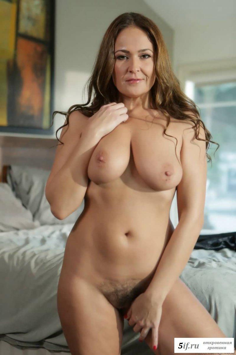 Фото с голой женщиной на костылях (15 фото эротики)