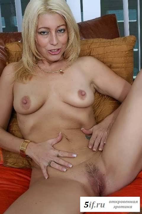 Обнаженная женщина покажет себя в кабинете босса (30 фото эротики)