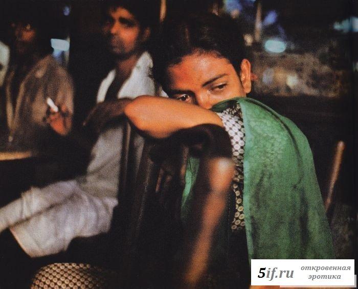 Обнаженные шлюхи Индии в борделях семидесятых